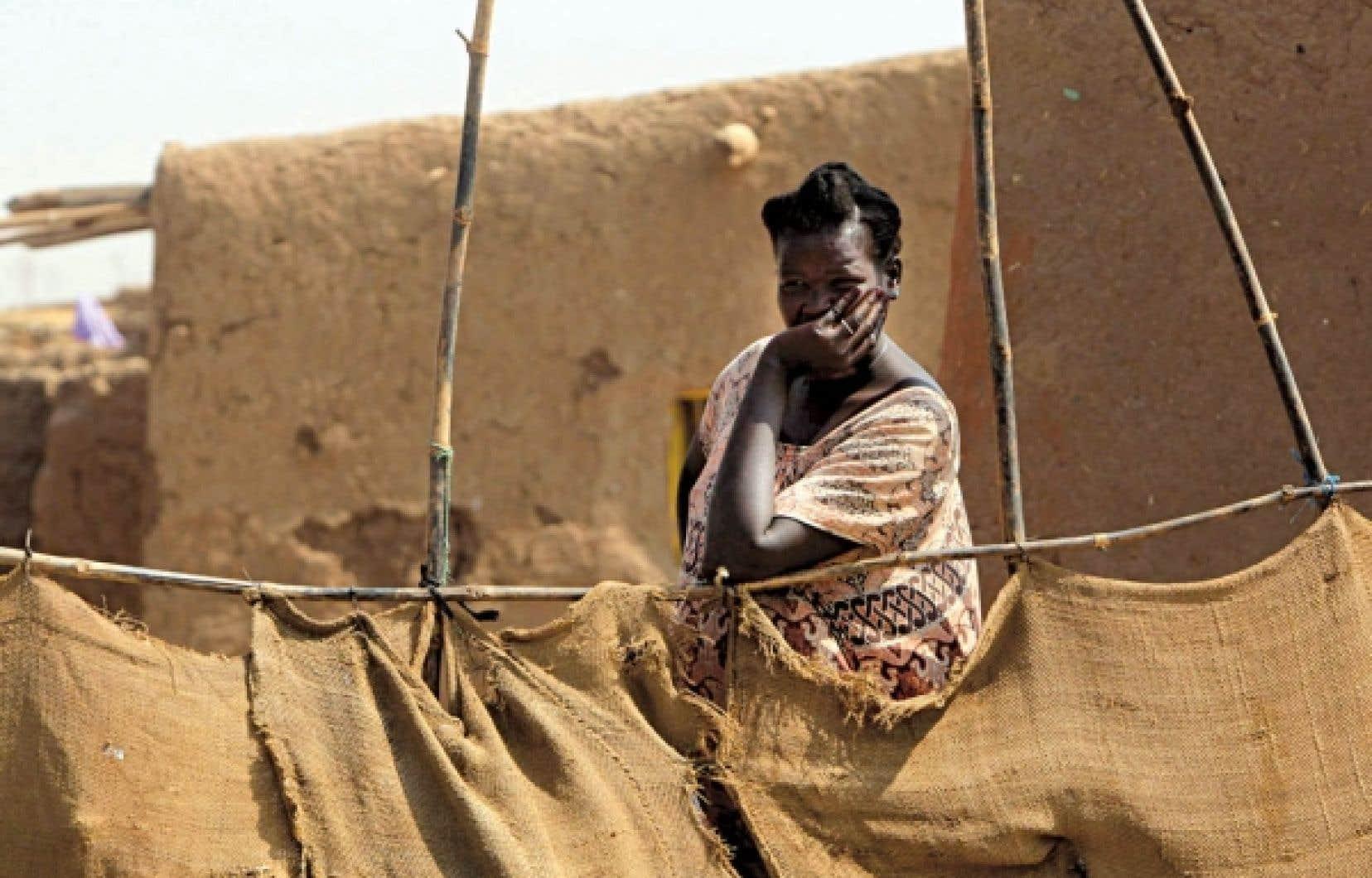 Une Soudanaise originaire du Sud, mais qui a vécu 21 ans au Nord, habite maintenant dans un camp près de Khartoum.<br />