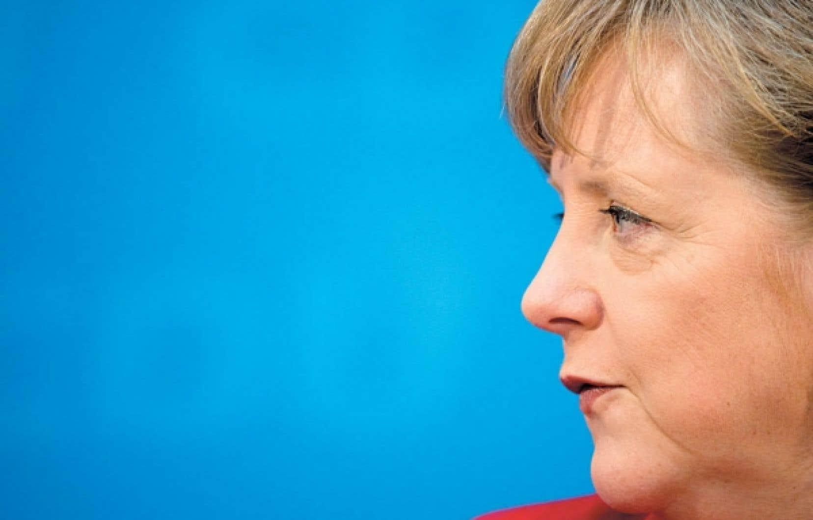 Angela Merkel au sujet des agences de notation:«Il est important que nous [...] ne nous laissions pas priver de notre liberté de jugement» sur les moyens de venir en aide à la Grèce.