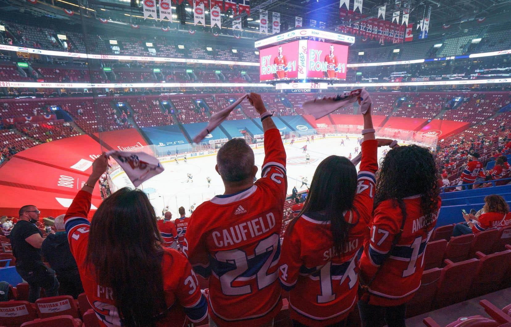 Tant les commerces vendant chandails, t-shirts ou casquettes, que les bars et les restaurants espèrent profiter de l'afflux des fans du Canadien à Montréal.