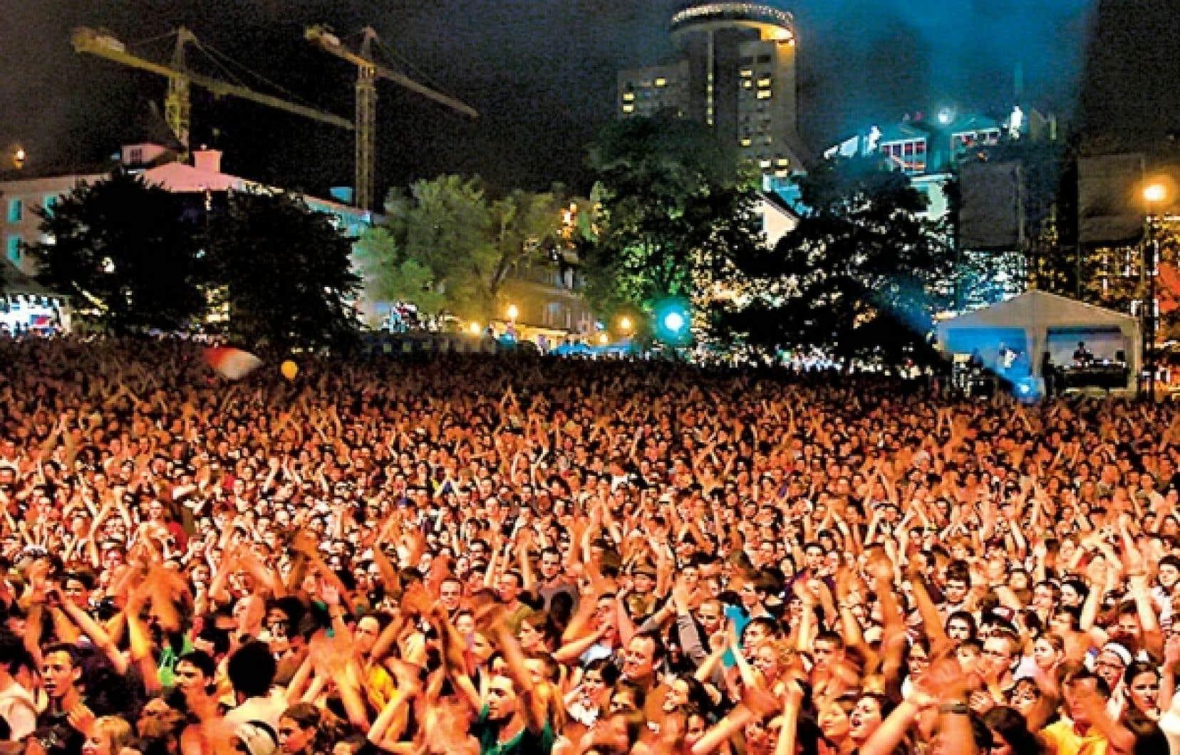 Environ 328 000 personnes différentes visitent le site du FEQ.<br />