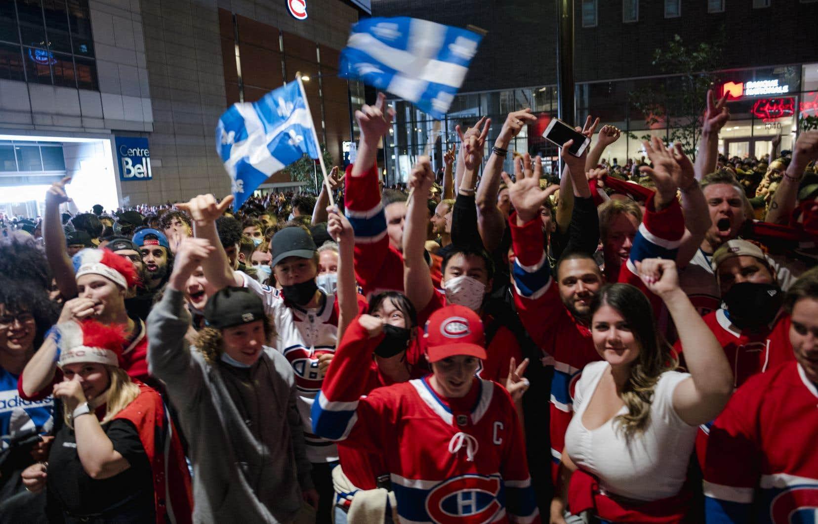 «Le Canadien en finale, c'est peut-être des dizaines, des centaines de mini-Price et d'aspirants Caufield qui vont aller jouer dans la ruelle cet été ou à la patinoire du coin cet hiver», écrit l'auteur.