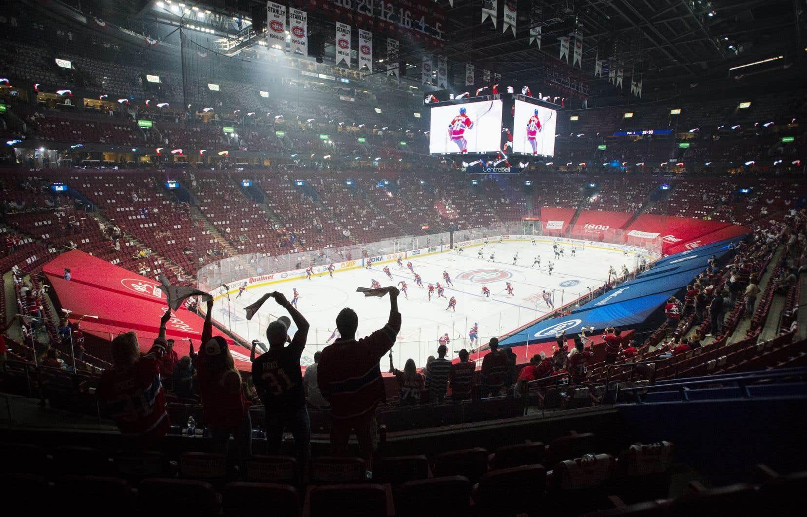 La culture du hockey s'organise autour d'un système de croyances. Les joueurs usent abondamment de rituels avant et pendant les parties.