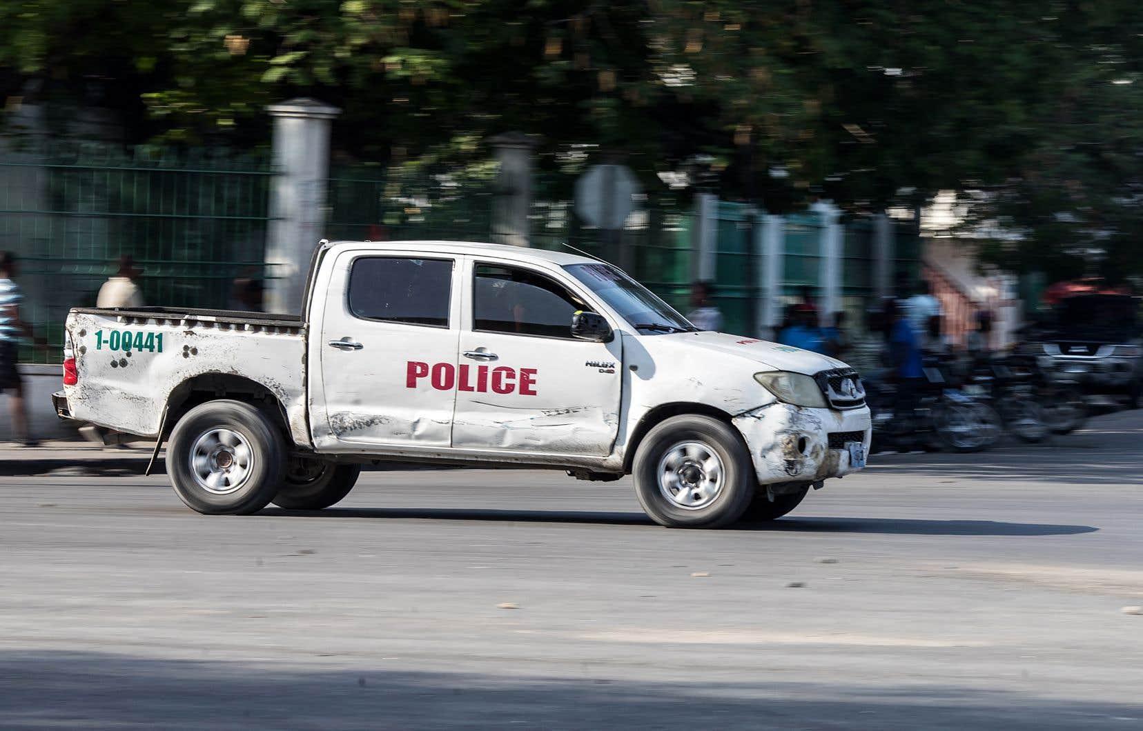Tué quelques heures plus tôt dans le quartier de Port-au Prince où s'est déroulé la fusillade nocturne, Guerby Geffrard était le porte-parole du syndicat de police SPNH-17, en conflit ouvert avec l'administration centrale des forces policières.