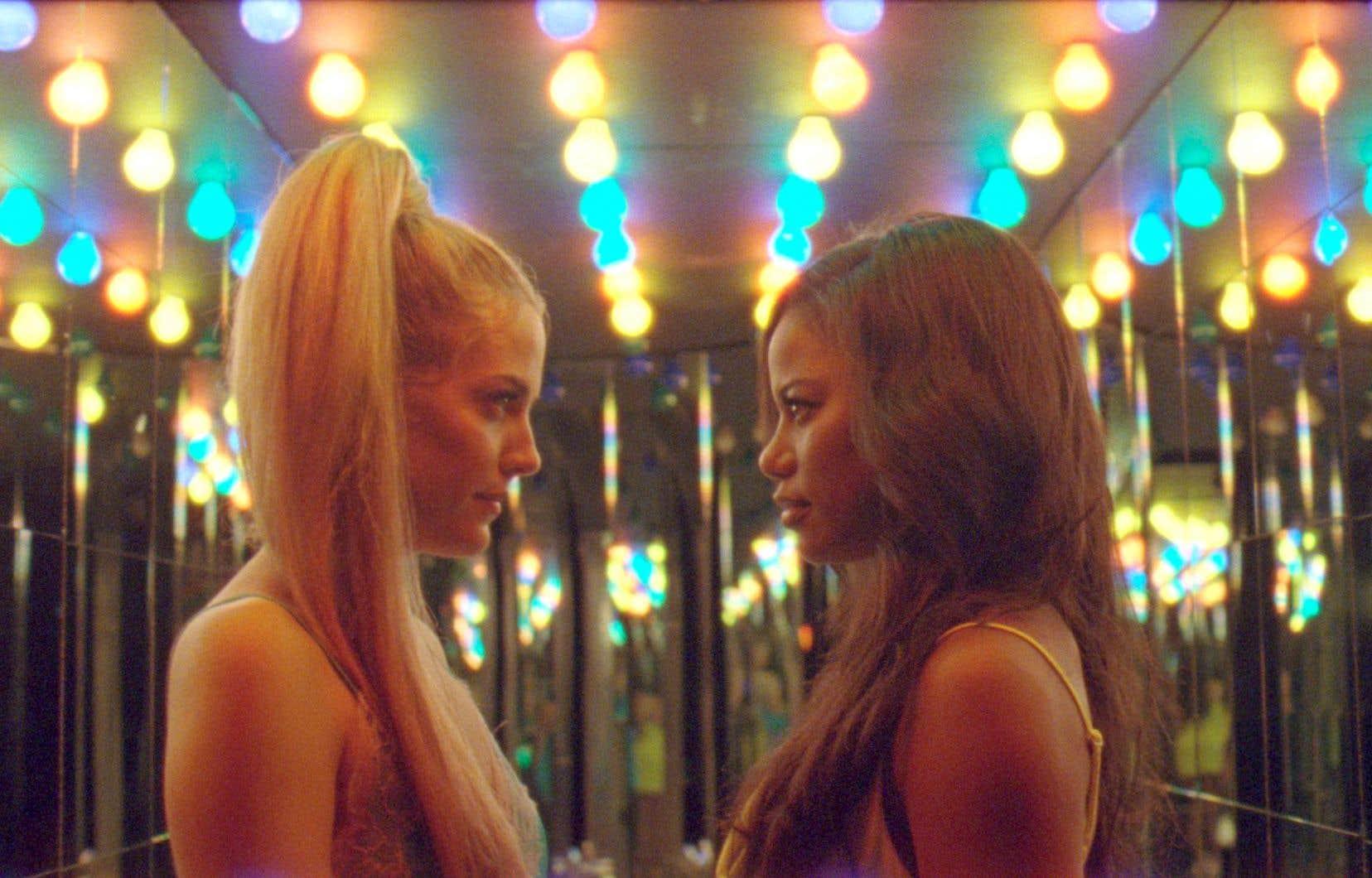 Certaines faiblesses du film sont amplement rachetées par les actrices Riley Keough et Taylour Paige. Elles livrent toutes deux une interprétation phénoménale qui justifie à elle seule le visionnement.