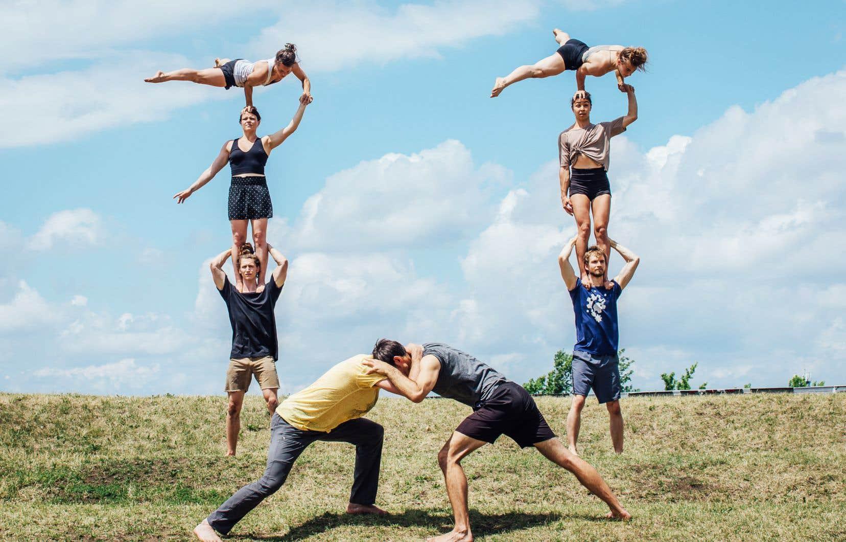Les membres du Cirque Barcode et de la troupe Acting for Climate Montréal, en répétition de leur spectacle «Branché»