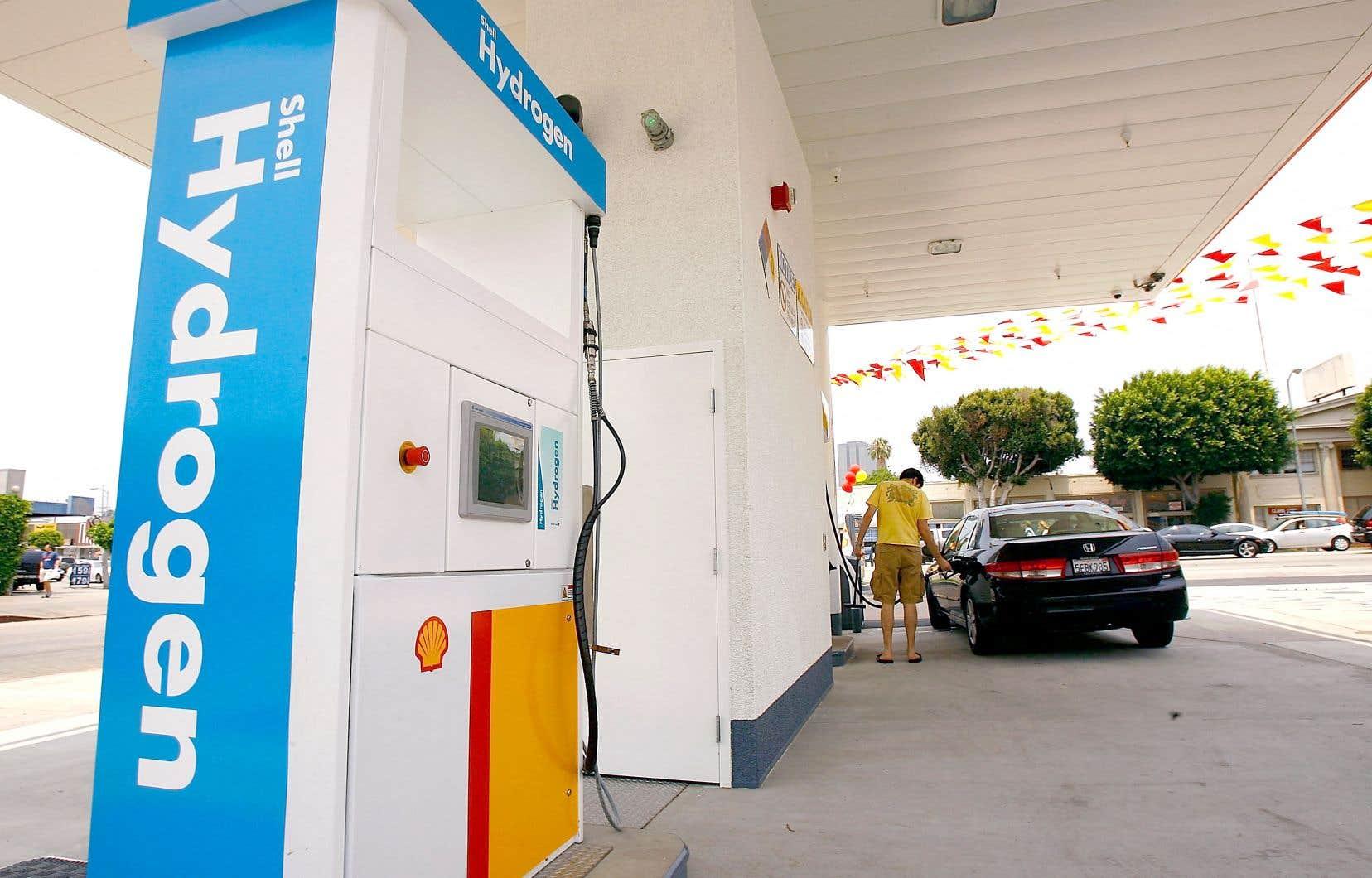 En Californie, une quarantaine de stations de ravitaillement d'hydrogène ont été installées pour encourager l'achat de véhicules à hydrogène. L'État a d'ailleurs pour ambition d'avoir du transport lourd entièrement propre d'ici 2045.