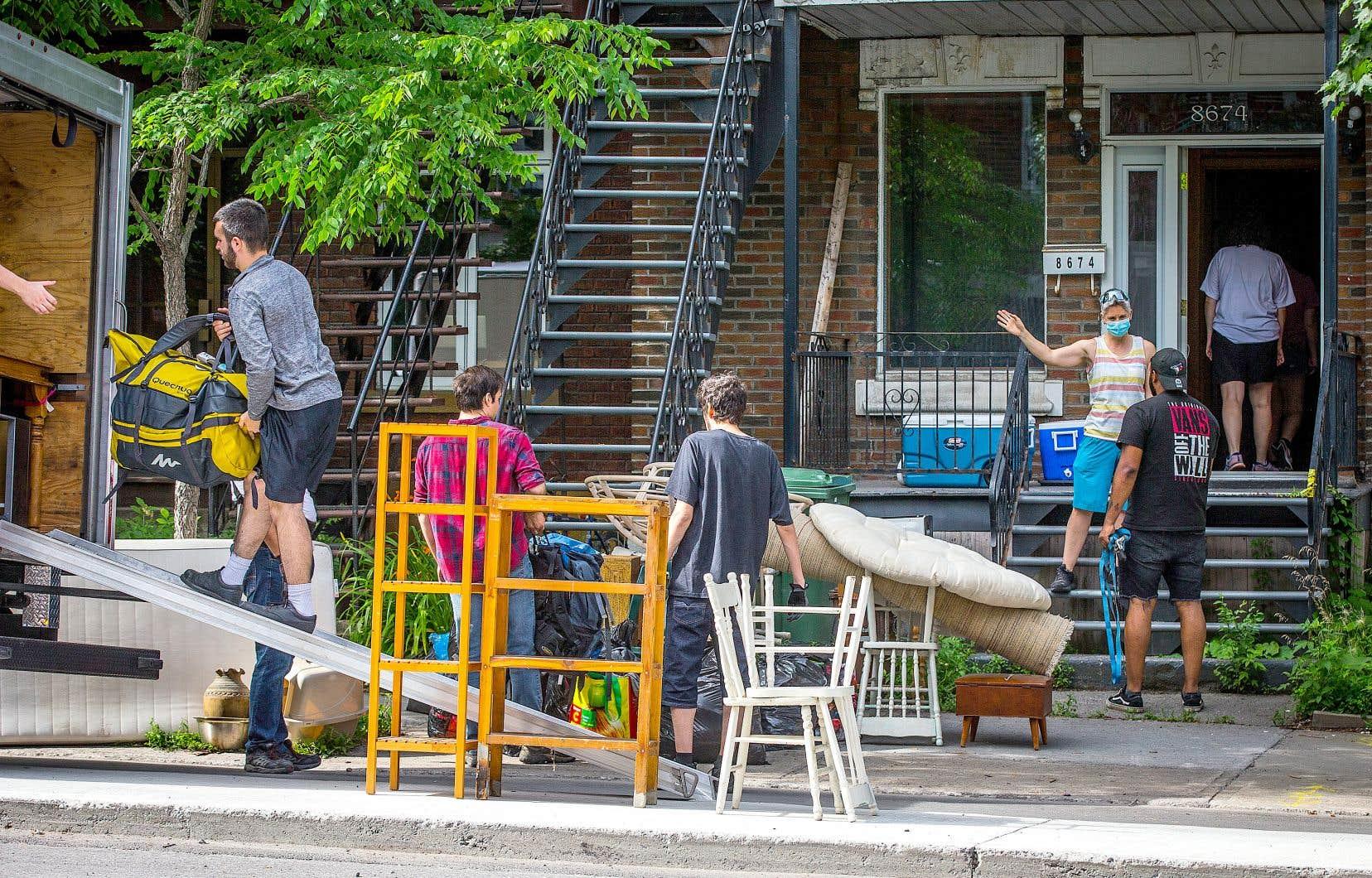 L'an dernier, le FRAPRU n'avait recensé que 350 ménages mal pris après le 1erjuillet, la «journée officielle» des déménagements au Québec.
