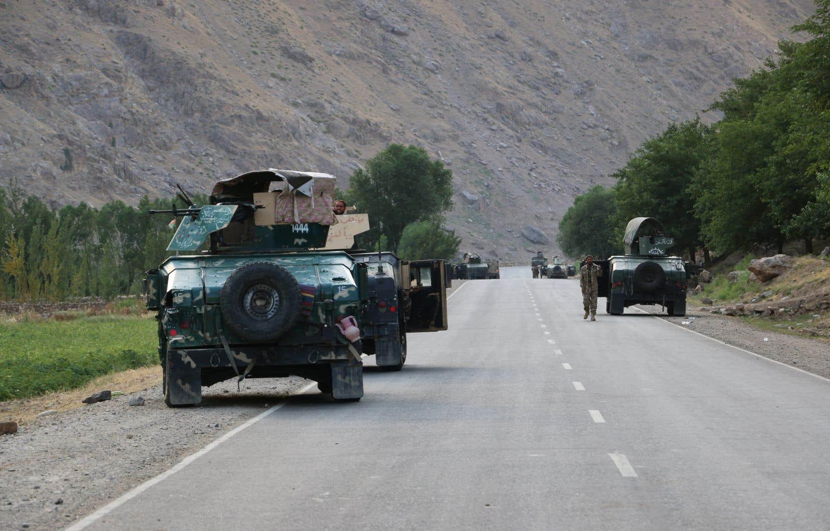 Cet exode de soldats afghans survient à l'issue d'un nouveau week-end de combats.