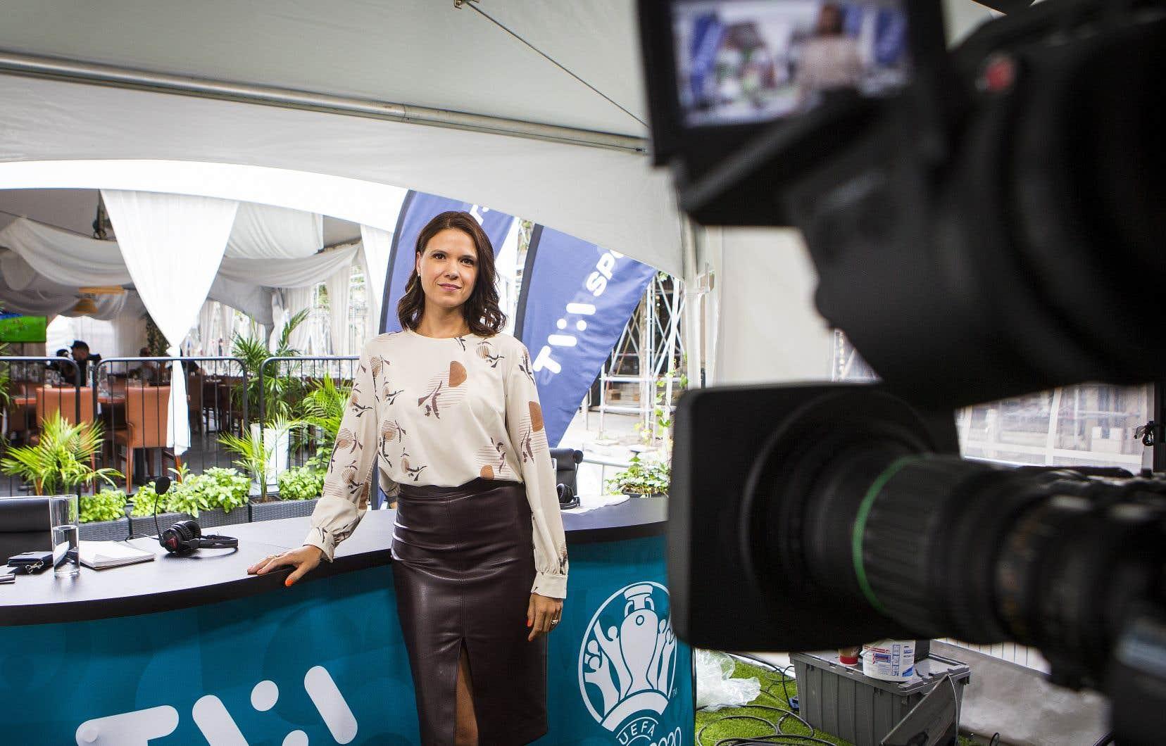 La journaliste Elizabeth Rancourt est affectée à la couverture du Canadien du Montréal pour TVA Sports et s'est fait confier l'animation des matchs de la LNH cet hiver.