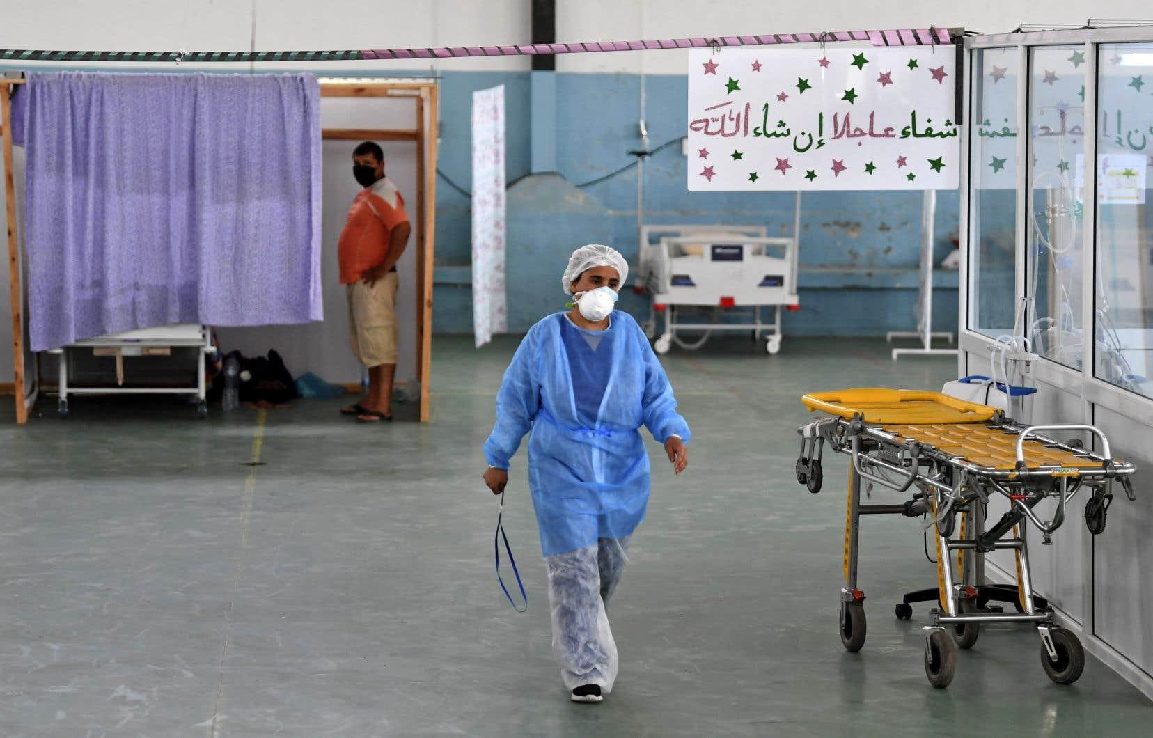 Il est désormais difficile de trouver un lit disponible ou d'avoir la quantité nécessaire d'oxygène dans les hôpitaux du pays.