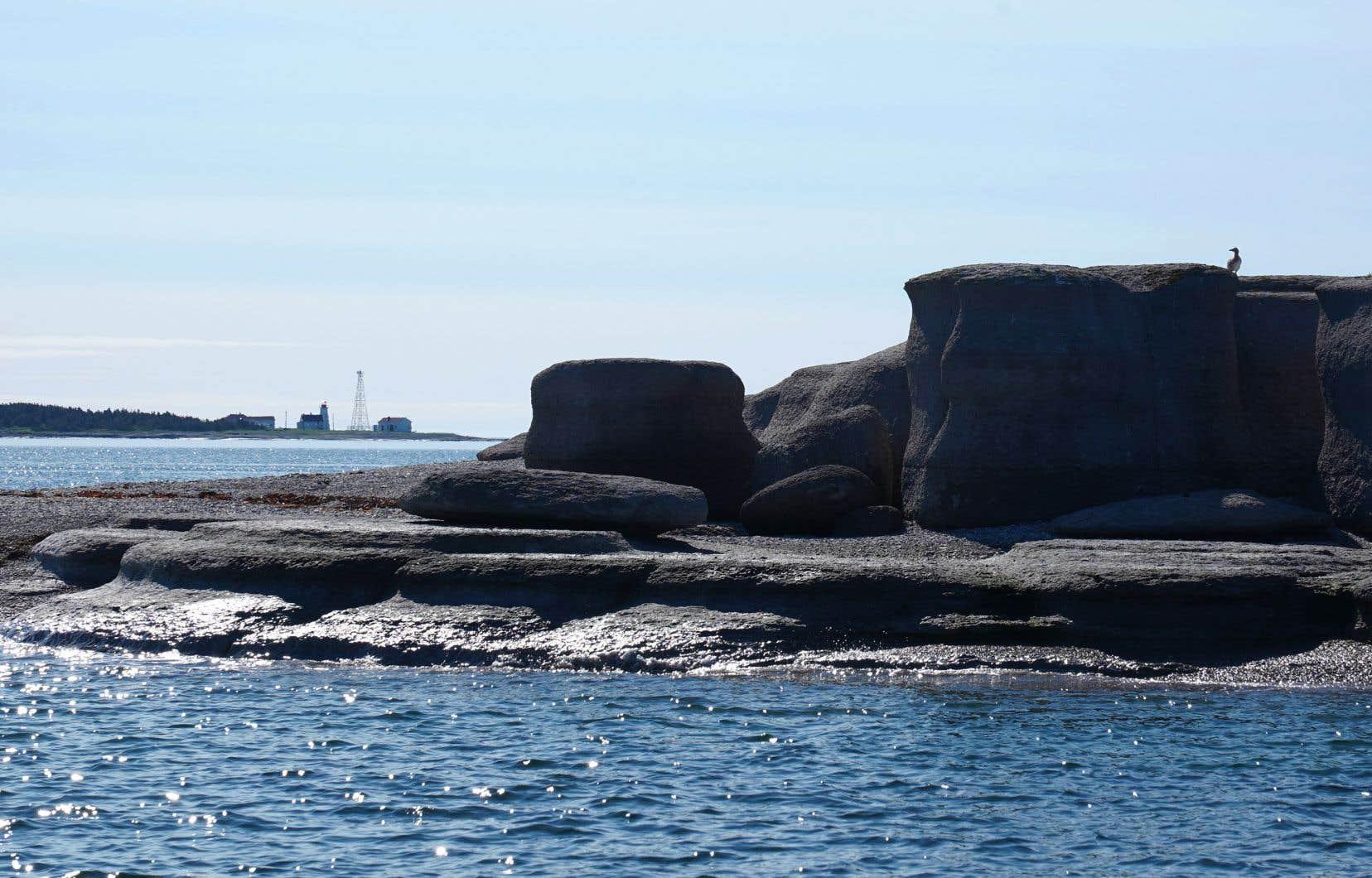 Petite île au Marteau, croquée de l'Île aux Goélands, au large de Havre-Saint-Pierre, autrefois Pointe-aux-Esquimaux