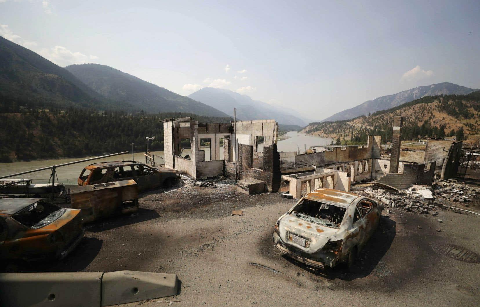 Des résidents de Lytton retournaient dans leur village, vendredi, pour un premier aperçu des ravages causés par l'incendie de forêt les ayant forcés à fuir pour sauver leur vie la semaine dernière.