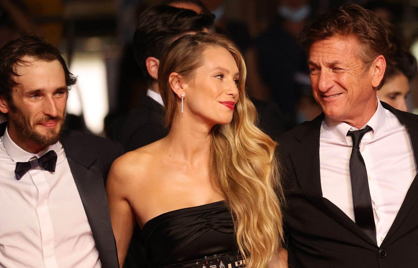 Pour la première fois, Sean Penn s'offre la vedette dans un de ses films, en plus d'y entraîner sa progéniture. Dylan Penn joue ainsi sa fille adulte, Jennifer Vogel, et son fils est incarné par Nick Penn.