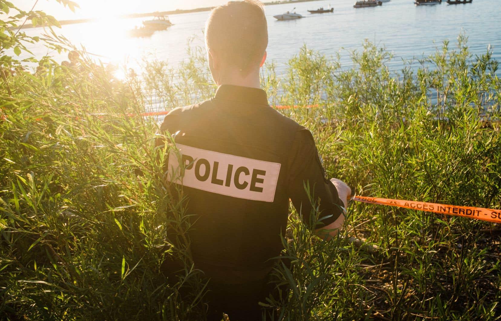 Les escouades nautiques du Service de sécurité incendie de Montréal, de la Garde côtière ainsi que du SPVM ont fait des recherches, mais ils n'ont pas trouvé l'homme de 27 ans.