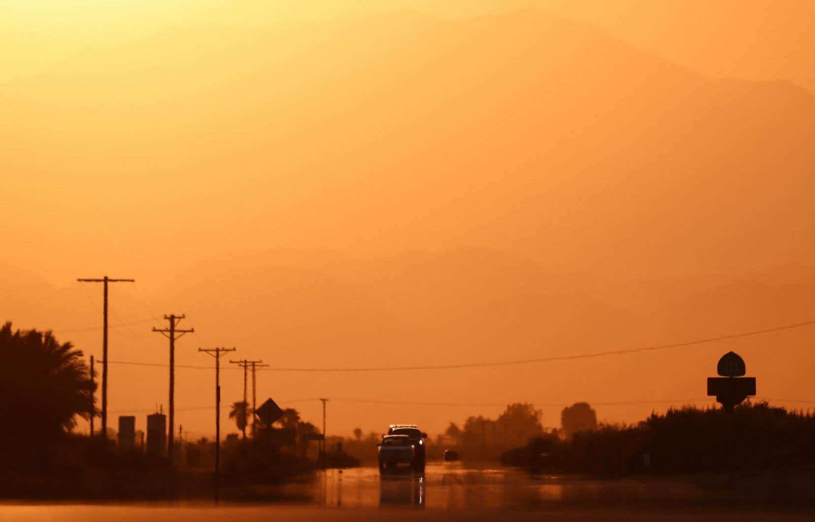 Jusqu'ici, l'activité humaine a provoqué une hausse des températures mondiale d'environ 1,1 °C, entraînant des tempêtes plus destructrices, des vagues  de chaleur  plus intenses, des sécheresses et la multiplication des feux  de forêt.