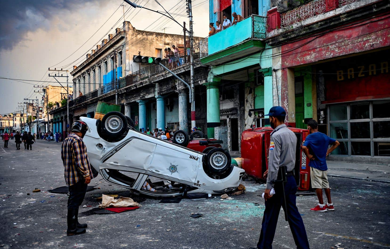 Les rues de LaHavane étaient encore sous forte présence policière et militaire lundi, ont constaté des journalistes de l'AFP, mais le calme était revenu après les échauffourées de la veille qui ont conduit à plusieurs dizaines d'arrestations.