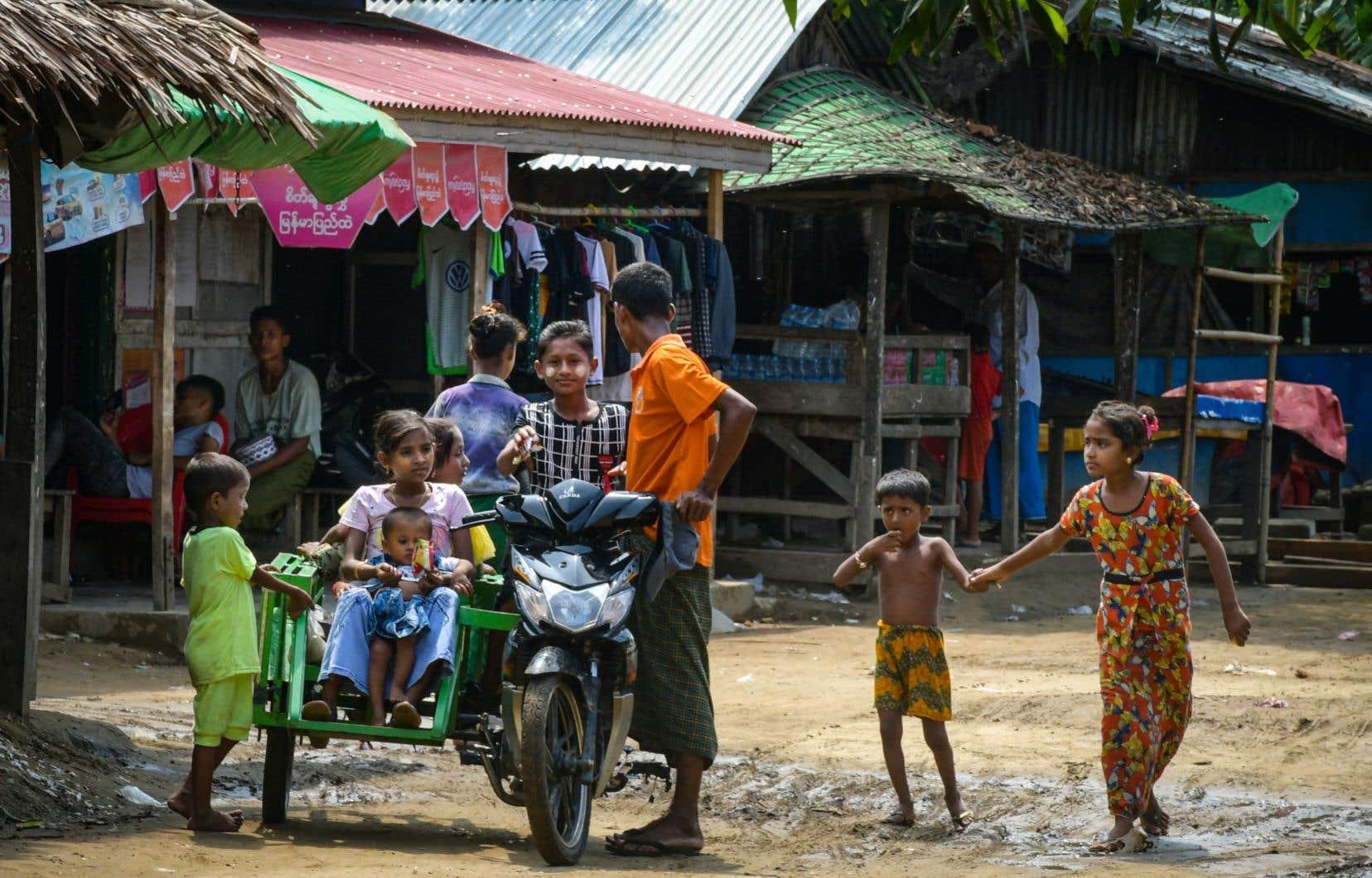 Des membres de la communauté musulmane Rohingya ont été déplacés au camp de Thet Kay Pyin à Sittwe, dans l'État de Rakhine.