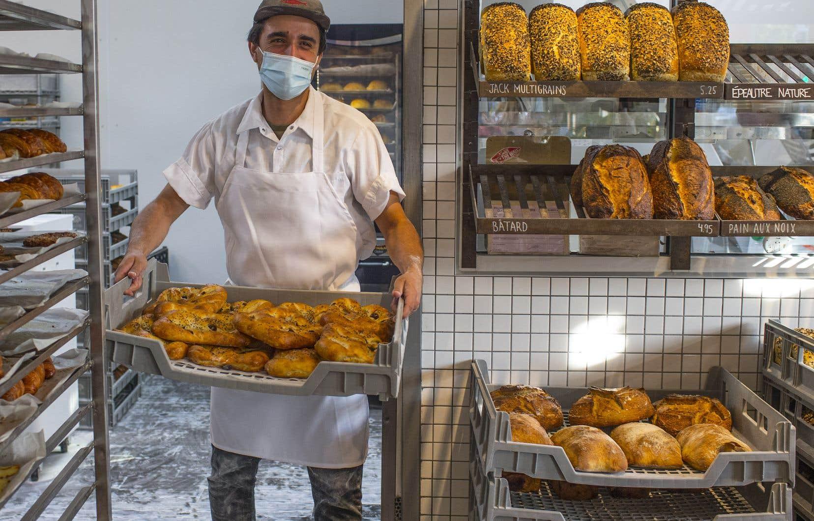 Au mois d'août 2020, Karim Hammouda a décidé de changer de carrière, de quitter son emploi dans le milieu de l'urbanisme et de suivre une formation en boulangerie au centre de formation professionnelle Calixa-Lavallée, à Montréal-Nord.