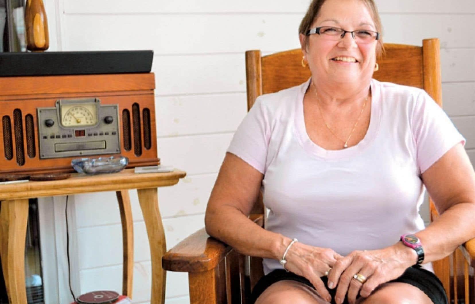 Carmen Bombardier est la fille du violonneux Louis Beaudoin. Elle vit toujours à Burlington, tout près du quartier Lakeside, où vivait une importante communauté francophone travaillant à l'usine de coton voisine<br />