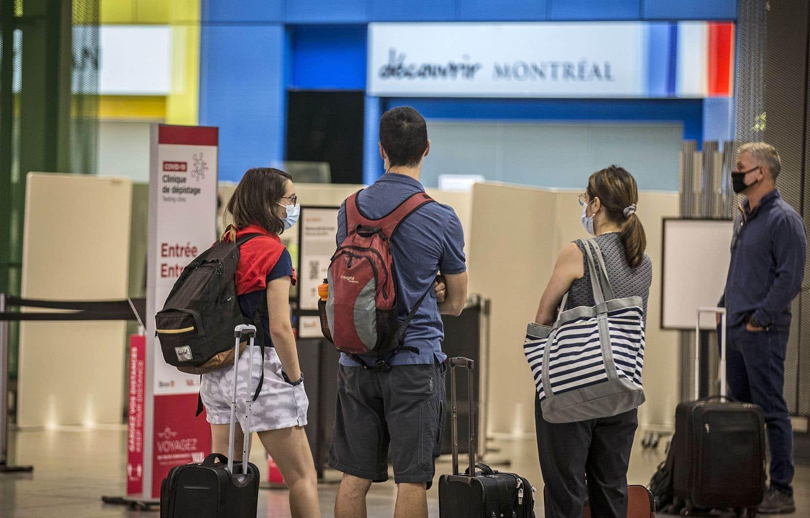 Les touristes internationaux ne sont toujours pas les bienvenus au Canada, qu'ils soient vaccinés ou non.