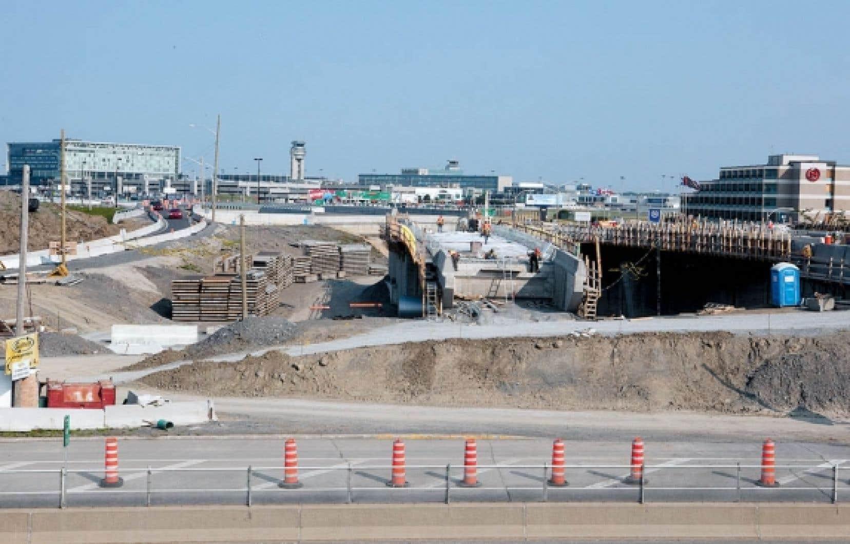 De vastes chantiers de construction jonchent les terrains &agrave; l&rsquo;a&eacute;roport Montr&eacute;al-Trudeau.<br />
