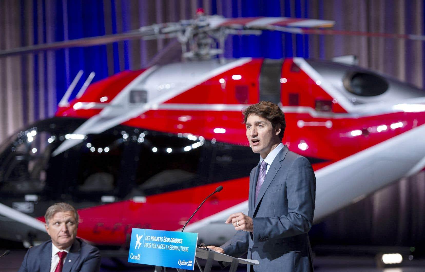 Le secteur aéronautique a traversé une «tempête parfaite» l'an dernier, a rappelé jeudi le p.-d.g. de CAE, Marc Parent (à gauche), lors d'une conférence de presse, notamment en compagnie de Justin Trudeau.