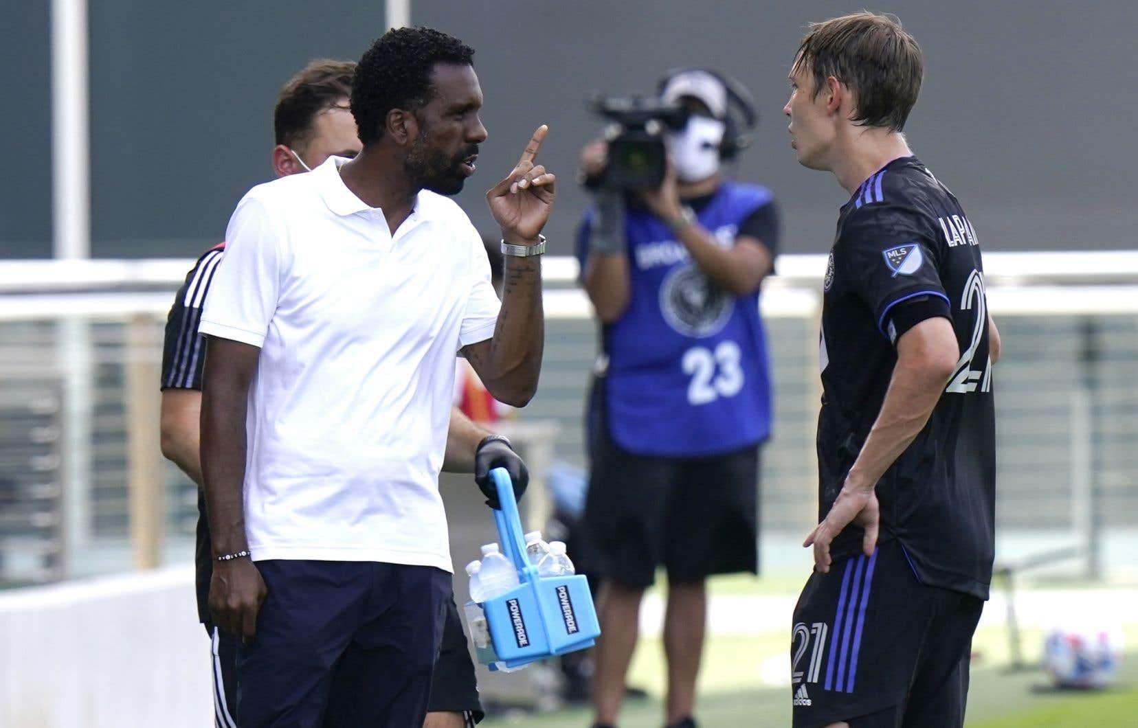 L'entraîneur Wilfried Nancy en discussion avec Lassi Lappalainen en mai dernier, lors d'un match en Floride