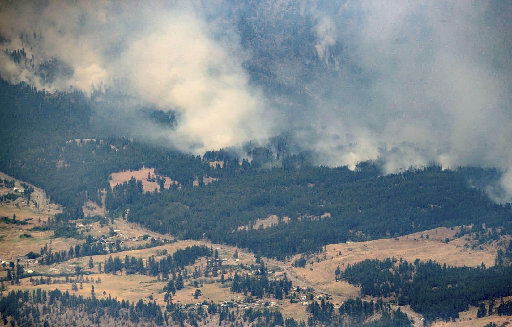 Plus de 300 incendies de forêt brûlent dans cette province, menaçant environ 1500 propriétés dont les résidents ont reçu l'ordre de partir, plus tôt cette semaine.