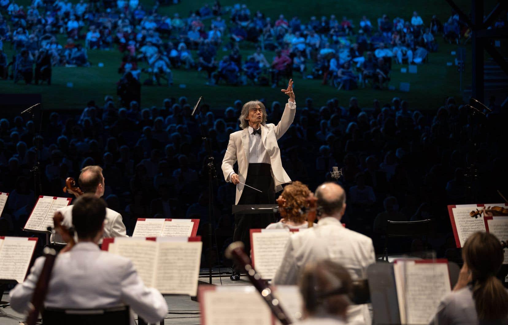 Le public, très heureux de retrouver Kent Nagano, lui a réservé une ovation debout à son entrée.