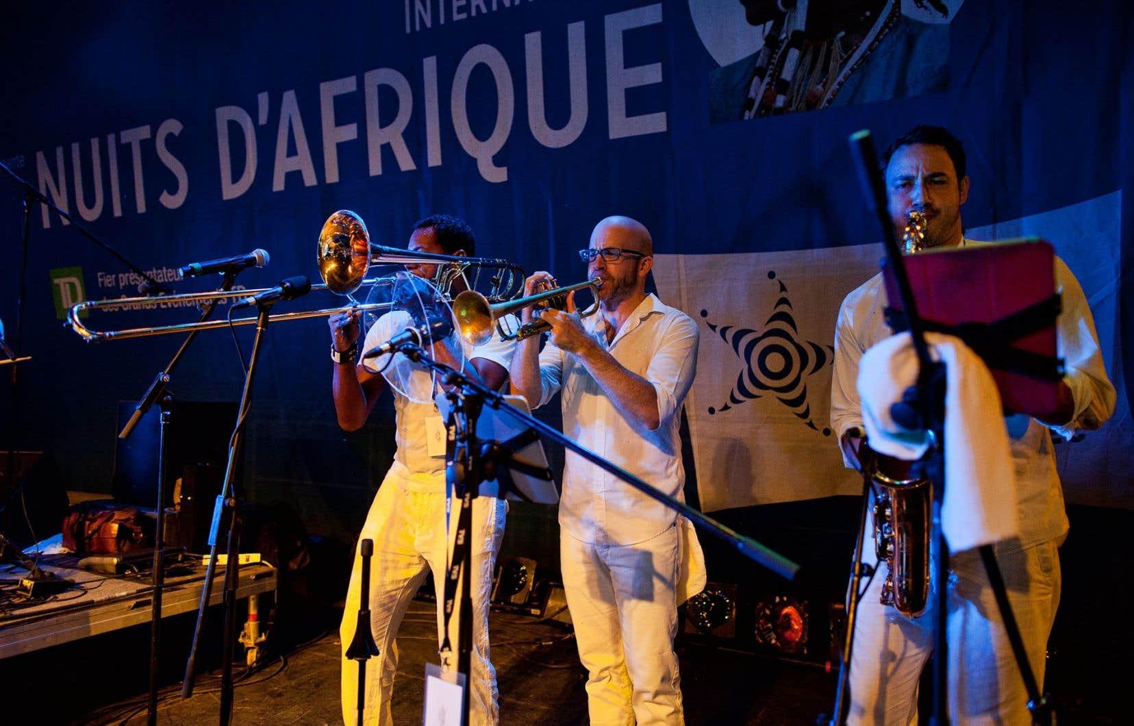 Le Festival international Nuits d'Afrique présente des artistes locaux et des prestations enregistrées des années précédentes.
