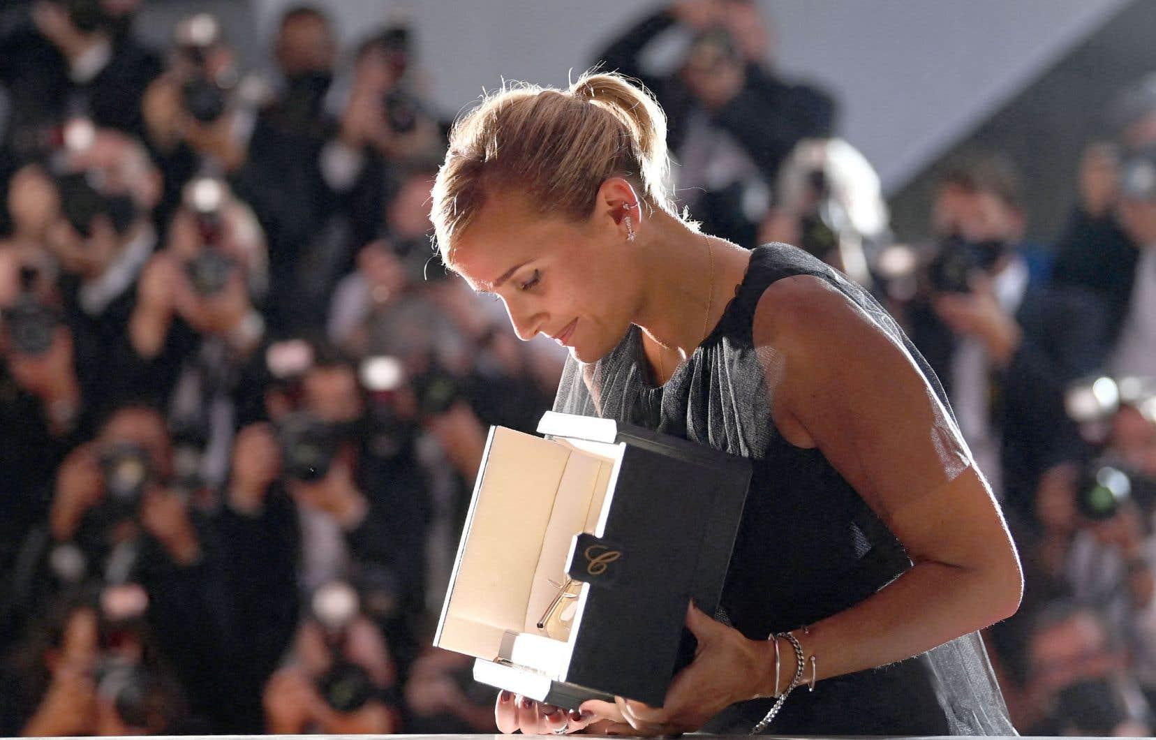 La Française de 37 ans Julia Ducournau, réalisatrice de «Titane», est repartie avec la Palme d'or samedi au terme de la cérémonie de remise de prix du Festival de Cannes.