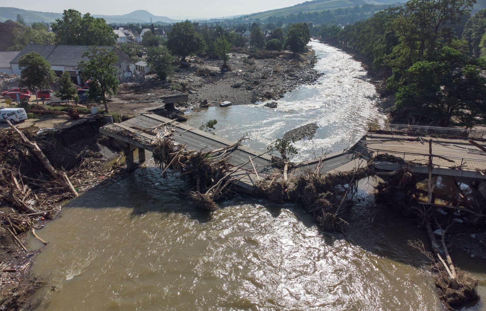 Depuis jeudi et les premières images de destructions, comme si un tsunami avait ravagé certains villages, plusieurs responsables politiques européens ont clairement fait un lien entre dérèglement climatique et intempéries.