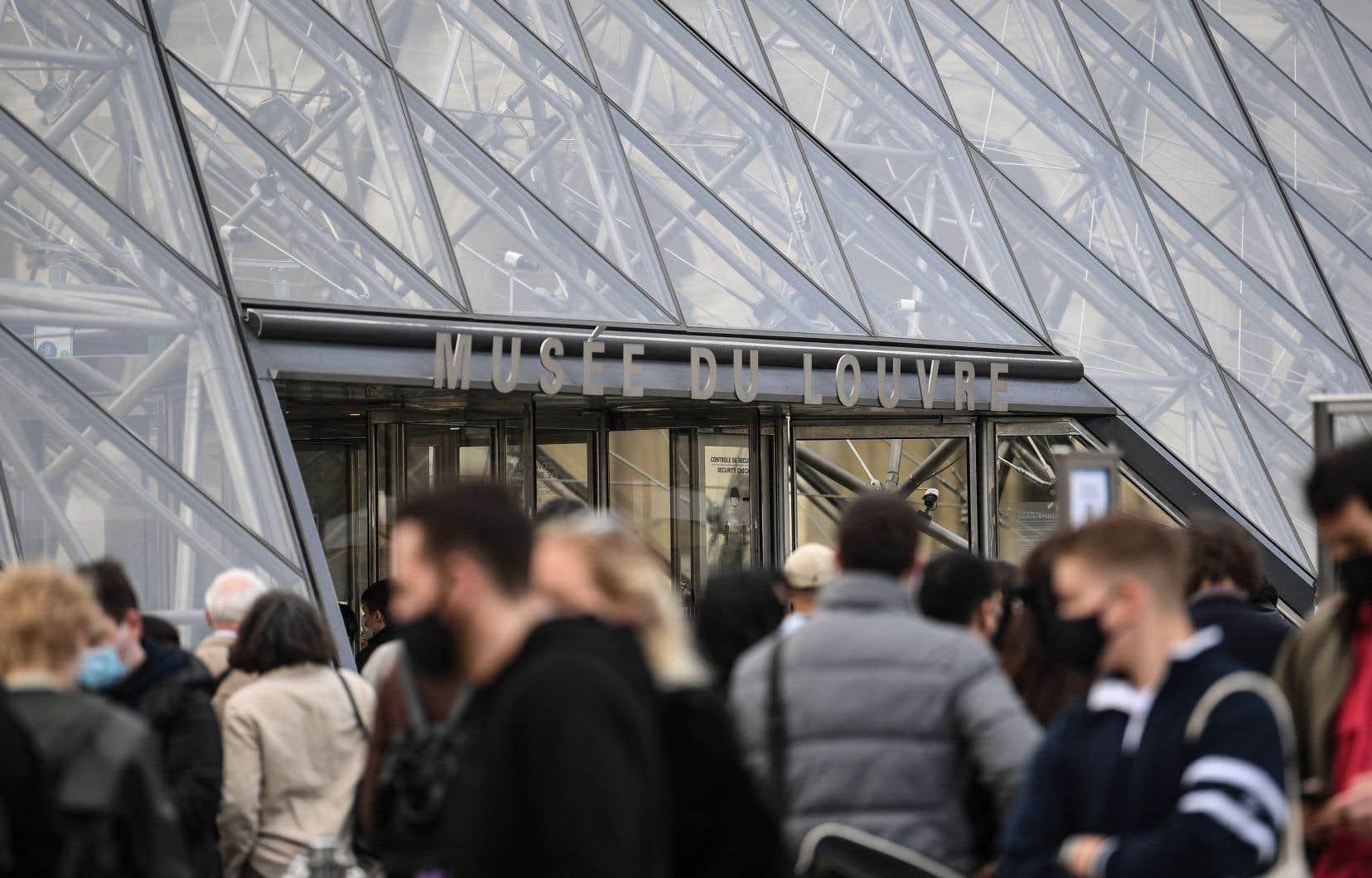 Le port du masque ne sera plus obligatoire pour le public dans les lieux où l'entrée est assujettie au passeport sanitaire comme les musées.