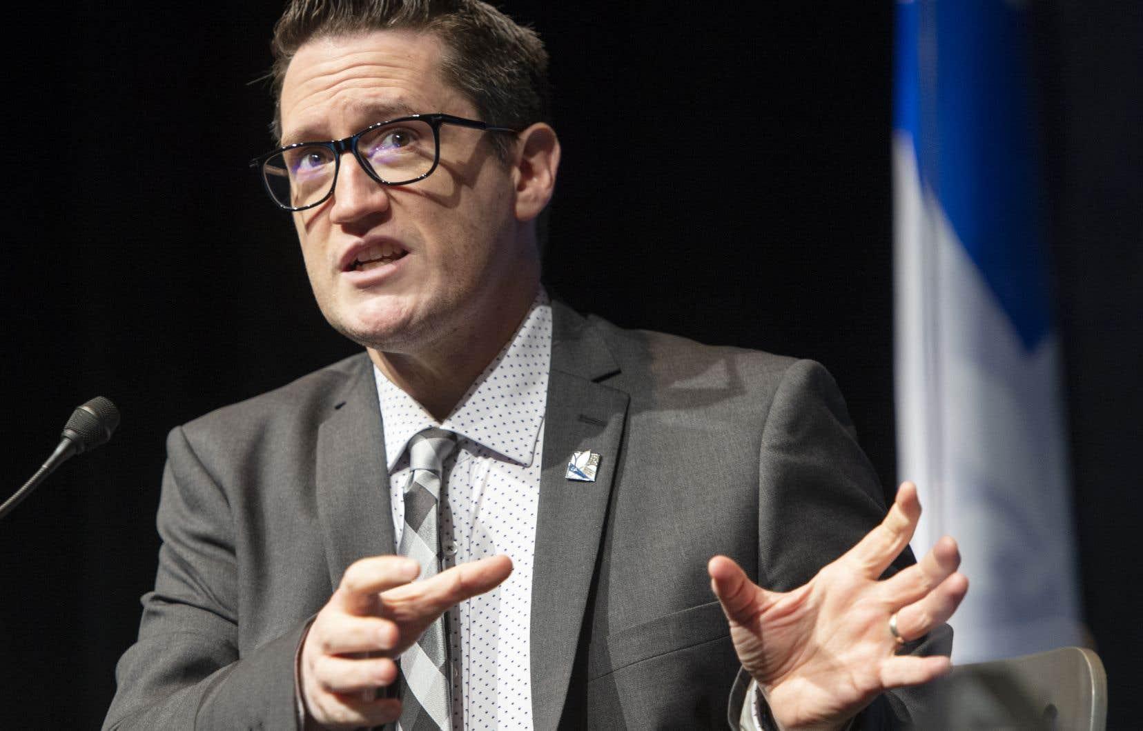 Le ministre de l'Environnement, Benoit Charette, fera une conférence de presse au Saguenay pour expliquer pourquoi ce projet ne respecte pas les conditions fixées par le gouvernement en matière de lutte contre la crise climatique et d'acceptabilité sociale.