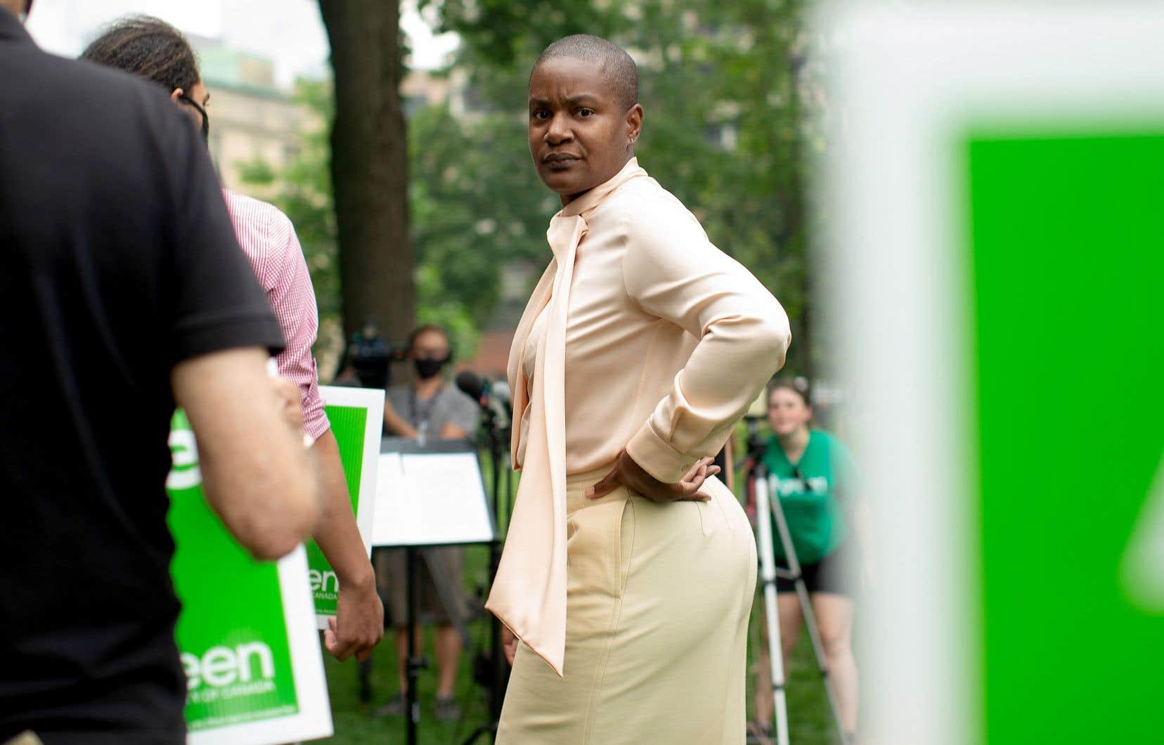 Le leadership d'Annamie Paul est mis à mal depuis le départ d'une des trois députés verts à Ottawa, la Néo-Brunswickoise Jenica Atwin, qui a rejoint le Parti libéral à la mi-juin.