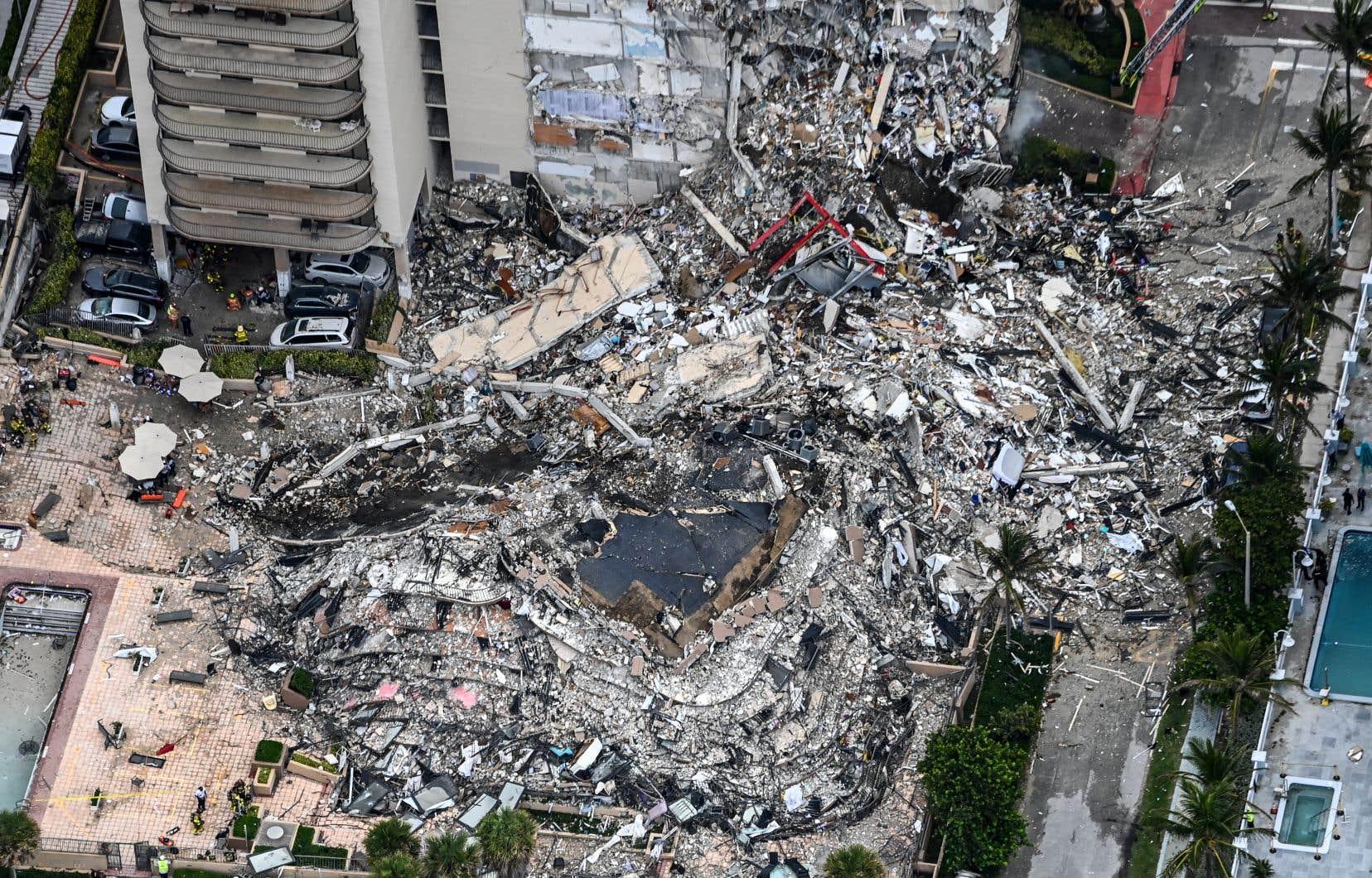 Le bâtiment à Surfside en Floride venait de passer un nouveau processus de certification requis 40ans après la construction, lorsqu'il s'est effondré.