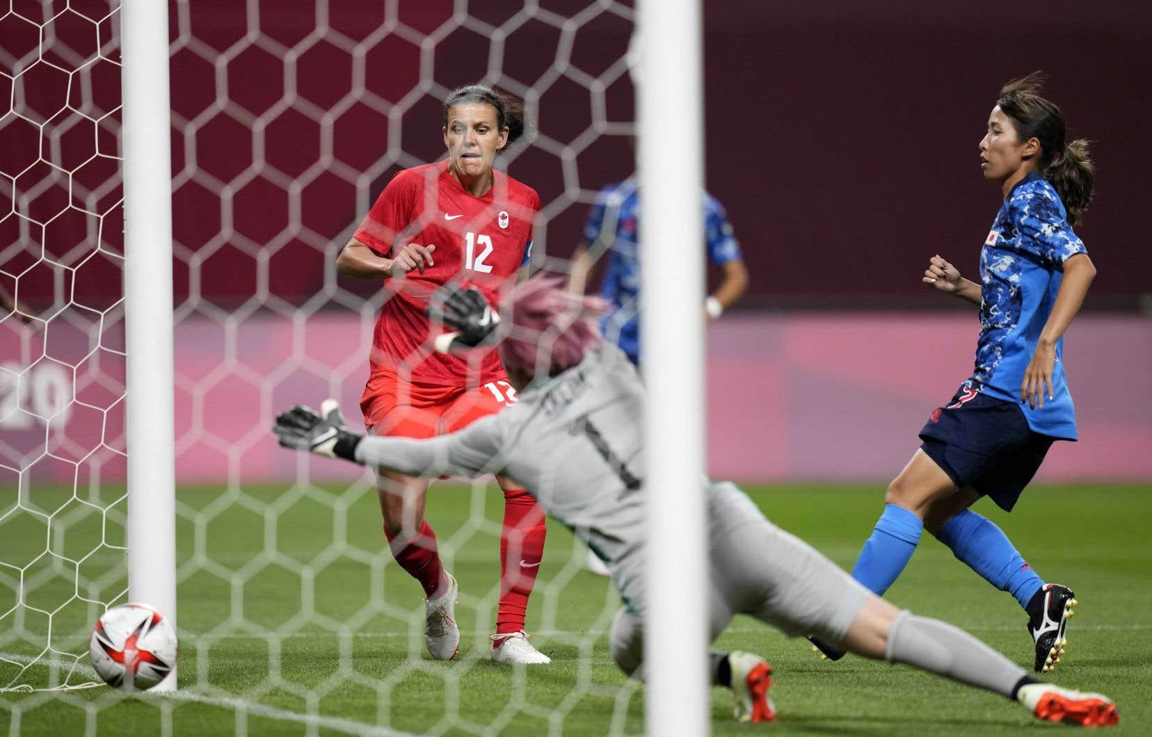 La capitaine Christine Sinclair (12) a marqué le seul but lors du match contre le Japon mercredi.