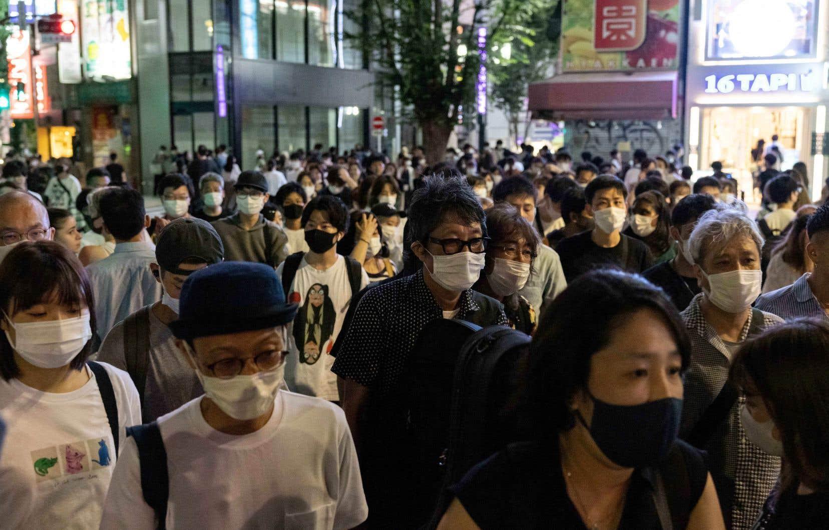 Le Japon déplore environ 853000 cas et 15100 décès depuis le début de la pandémie, principalement cette année.