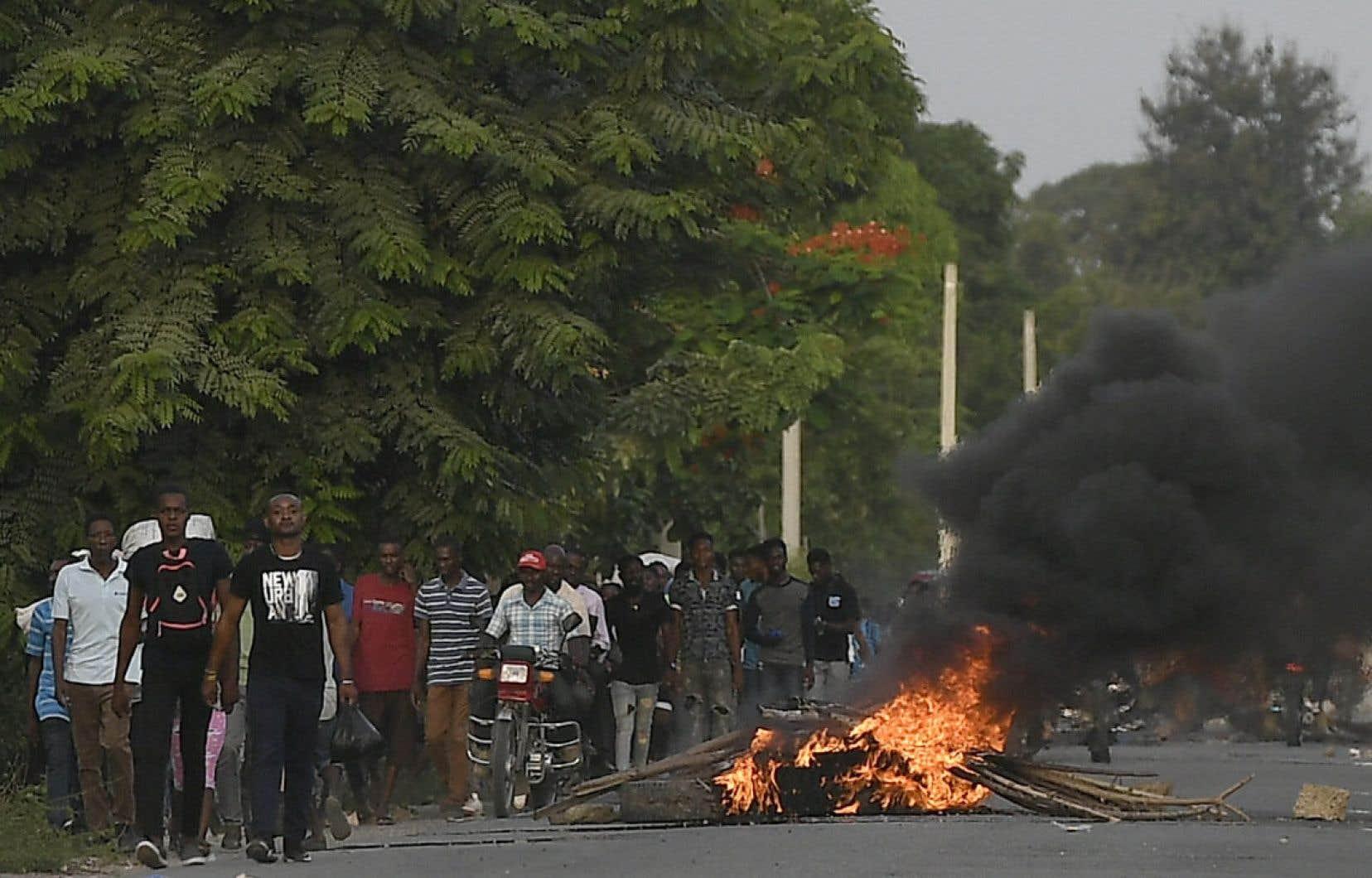 La deuxième ville d'Haïti s'est réveillée jeudi dans le calme. Mais, la veille, des heurts ont éclaté en raison de la présence sur place du directeur général de la police nationale, Léon Charles.