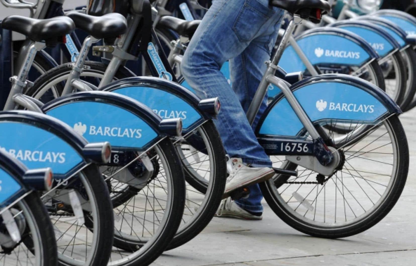 Une bicyclette de Londres en libre-service commanditée par la banque Barclays.<br />