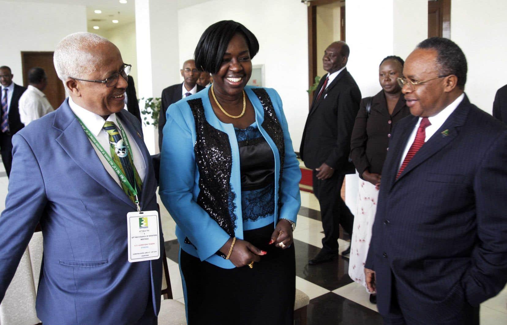 Mme Kumba a rejoint au début des années 90 les rebelles du SPLM dans la guerre civile qui les opposaient à Khartoum.Elle a ensuite activement milité au sein du parti puis a participé aux négociations de paix entre le SPLM et le gouvernement soudanais, alors dirigé par Omar el-Béchir.