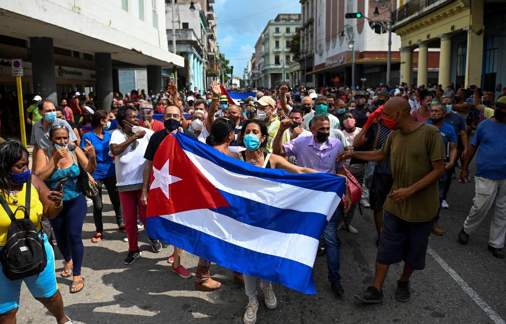 Près de 60 Cubains ont été poursuivis pour avoir participé aux manifestations sans précédent du 11juillet, a annoncé samedi un haut responsable judiciaire.