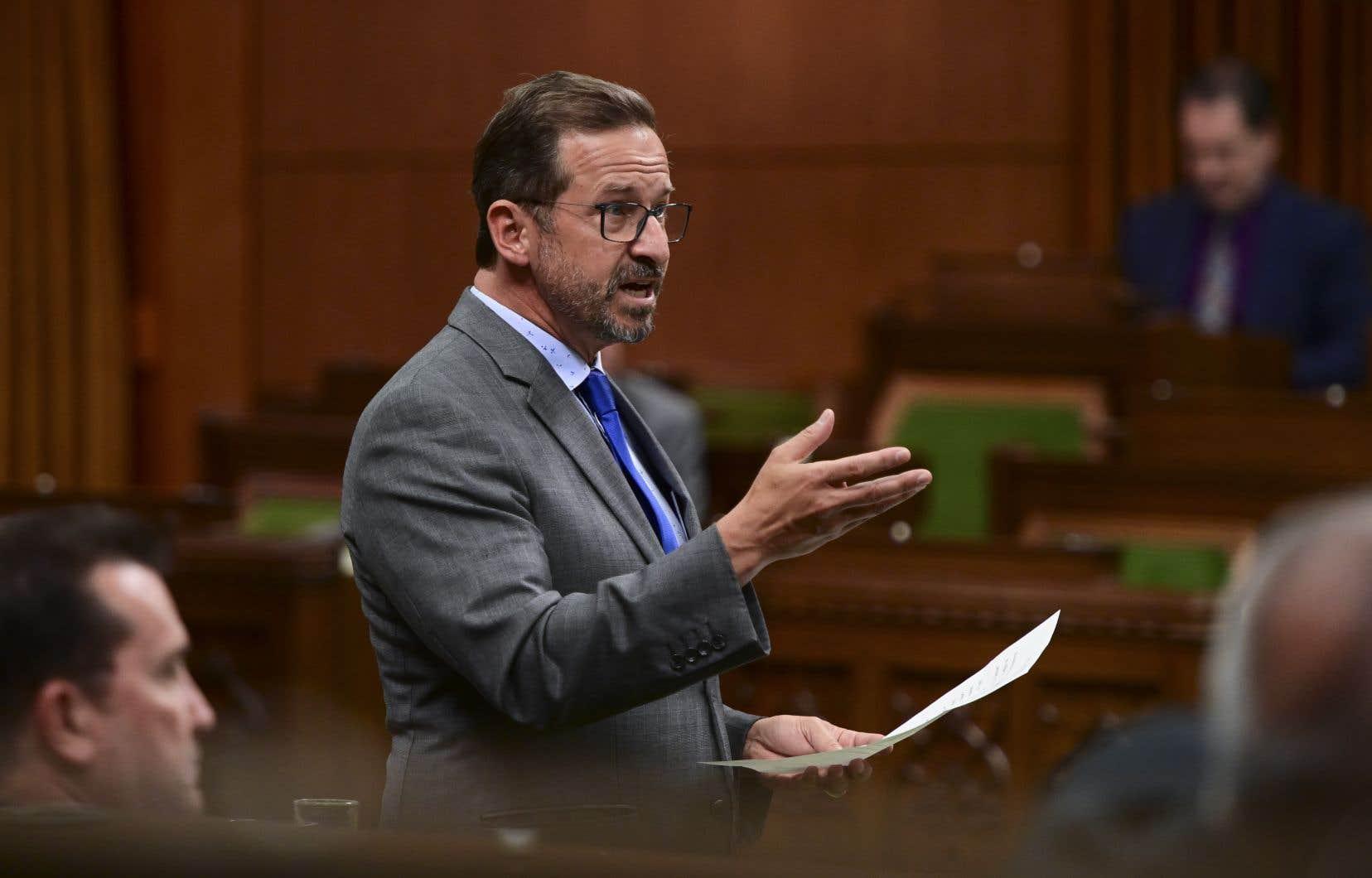 Yves-François Blanchet, a dénoncé samedi la proposition de l'Agence de réglementation de la lutte antiparasitaire de Santé Canada de hausser la quantité de glyphosate autorisée pour certains aliments.