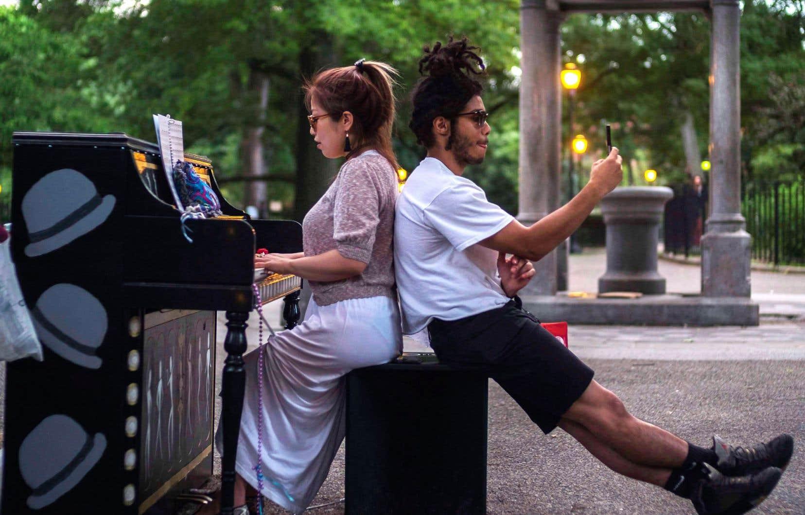 «Les pianos publics changent nos vies parce qu'ils montrent des personnes en processus d'émancipation, comme un exemple transposable à tant d'autres choses», affirme l'auteur.