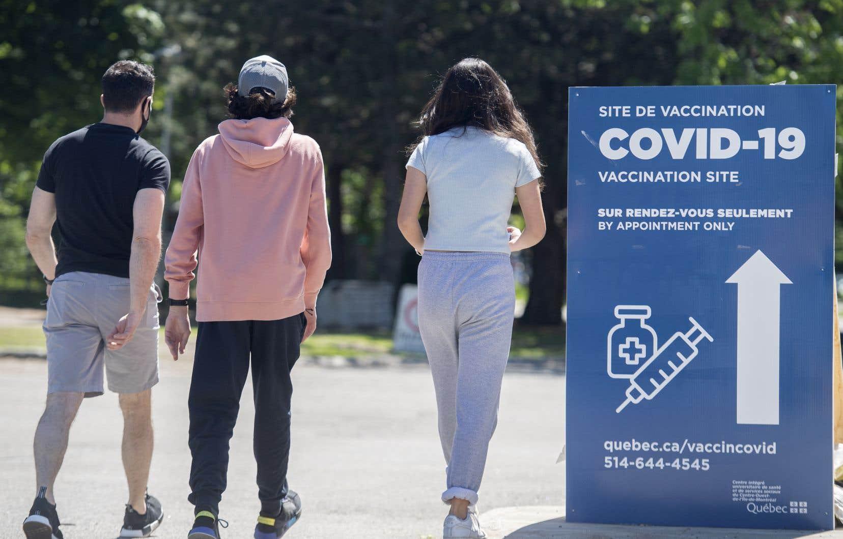 Dans une quinzaine d'établissements, moins de 40% des jeunes ont reçu une première injection.