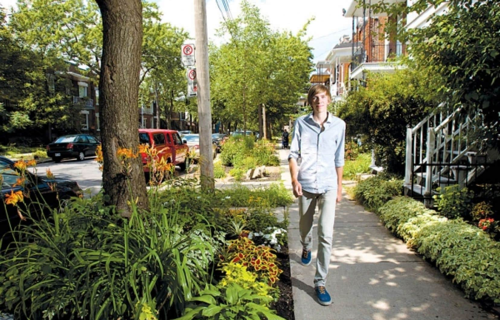 Laurent Richer, qui habite rue Des &Eacute;cores, &agrave; Montr&eacute;al, a lanc&eacute; le projet de transformer sa rue en am&eacute;nageant des espaces verts l&agrave; o&ugrave; le b&eacute;ton &eacute;tait roi.<br />