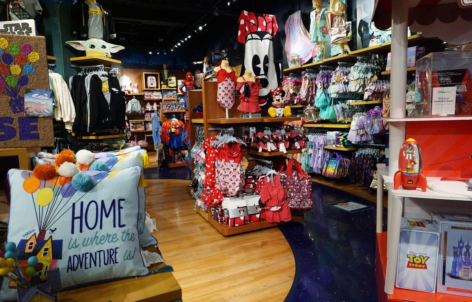 L'entreprise de divertissement a annoncé la fermeture d'au moins 60 magasins en Amérique du Nord, y compris la plupart de ses magasins au Canada.
