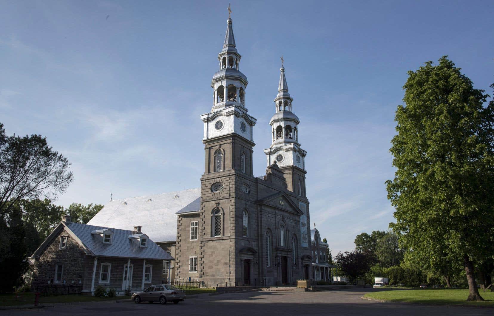 «Conclure un nouveau contrat avec les paroisses, c'est se retricoter un Québec sur le parvis de l'église: rêvé à l'image de là où l'on va, en cohérence avec d'où l'on vient», écrit l'autrice.