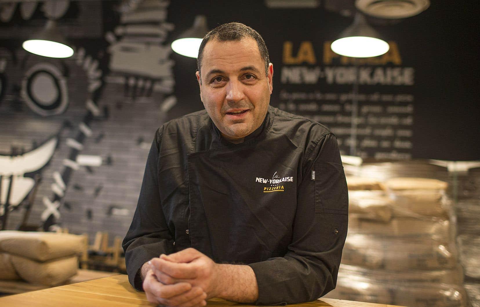 Le propriétaire de La New-Yorkaise, Reza Sedighi prévoyait une ouverture tous les jours, mais il ne peut servir ses clients que cinq jours sur sept, faute d'employés.
