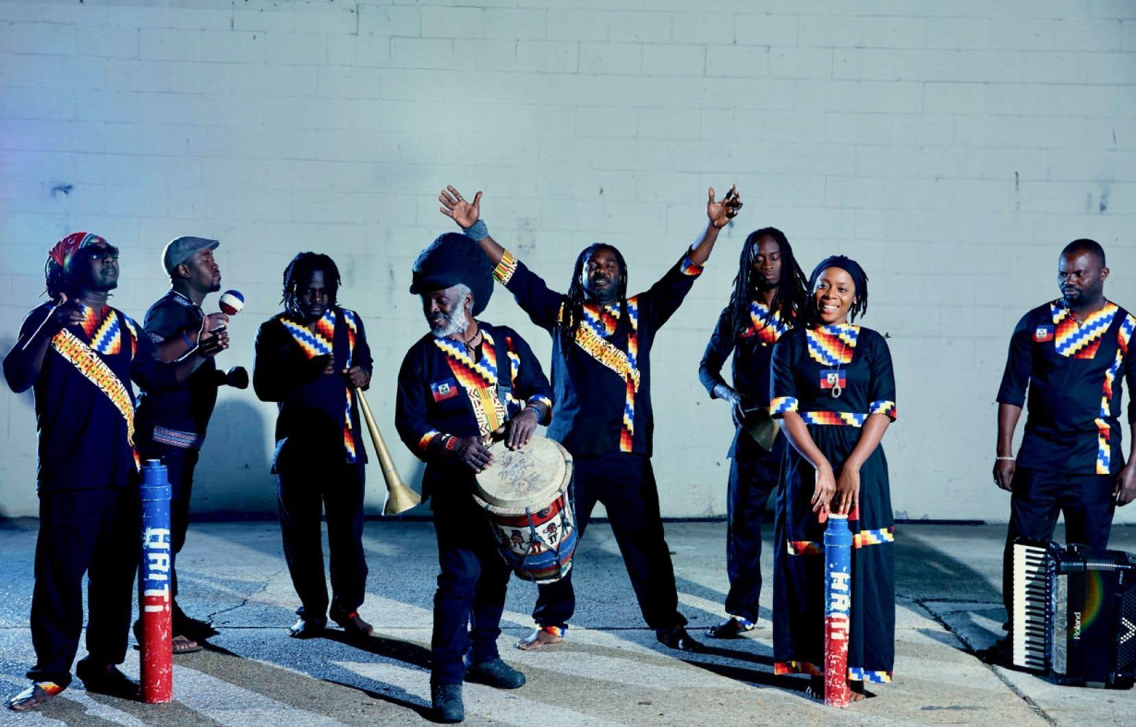 Lakou Mizik est le groupe à qui le légendaire Boukman Eksperians a tendu le flambeau d'honorer les racines musicales vaudoues et folkloriques d'Haïti.